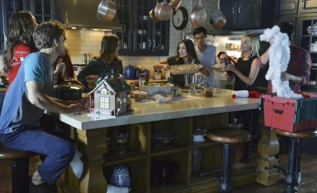 Casserole! - Pretty Little Liars Season 5 Episode 13