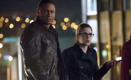 Diggle and Felicity on the Streets