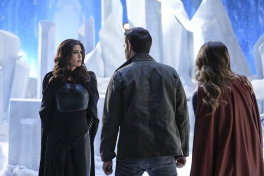 Family Reunion - Supergirl Season 2 Episode 17