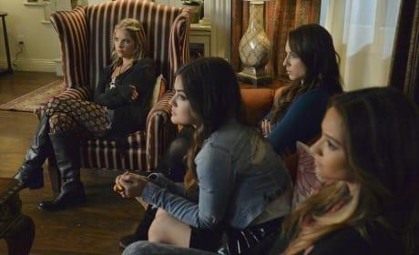 Not Festive - Pretty Little Liars Season 5 Episode 12