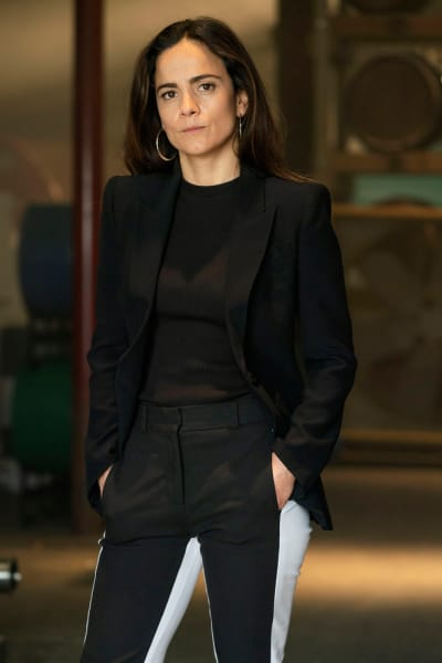 Chic and Sleek - Queen of the South Season 4 Episode 1