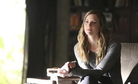 Elizabeth Blackmore as Valerie - The Vampire Diaries Season 7 Episode 3