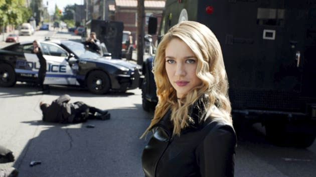 Police Can't Help - Supergirl Season 3 Episode 2