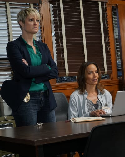 Partners In Crime...Fighting - The Fosters Season 4 Episode 19