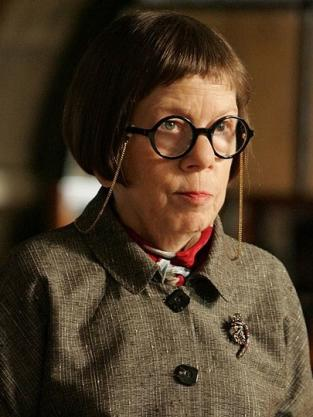 Linda Hunt as Hetty Lange