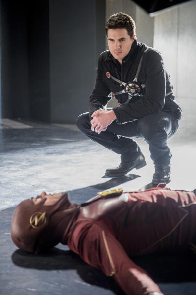 Watching over Barry? - The Flash Season 3 Episode 16