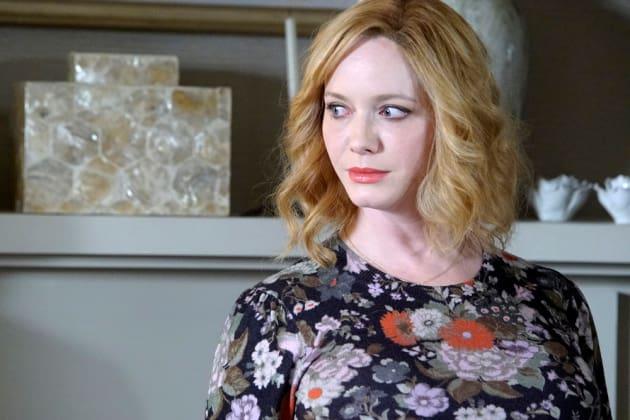 Beth Looks On- Good Girls Season 1 Episode 6