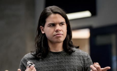 Cisco's got questions - The Flash Season 3 Episode 17