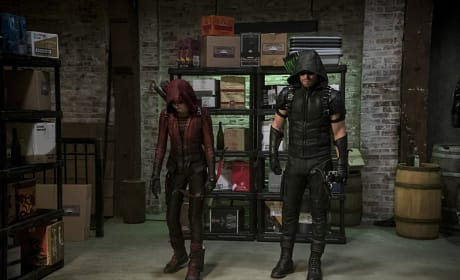 Speedy Looks Odd - Arrow Season 4 Episode 2