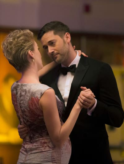 Lovely Couple Tall - New Amsterdam Season 1 Episode 6