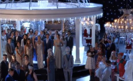 The Gathering Christmas Crowd - Pretty Little Liars Season 5 Episode 13