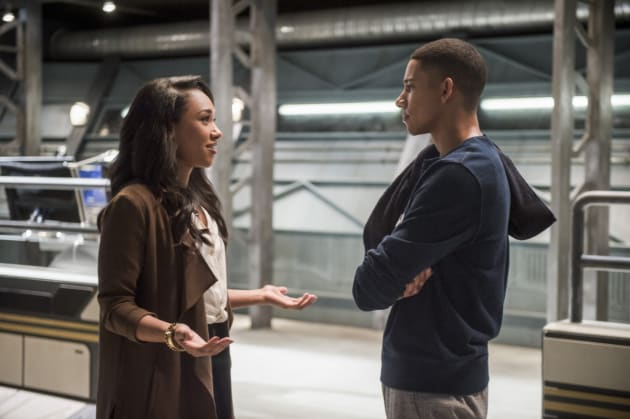 Big sister mode activated!  - The Flash Season 3 Episode 11