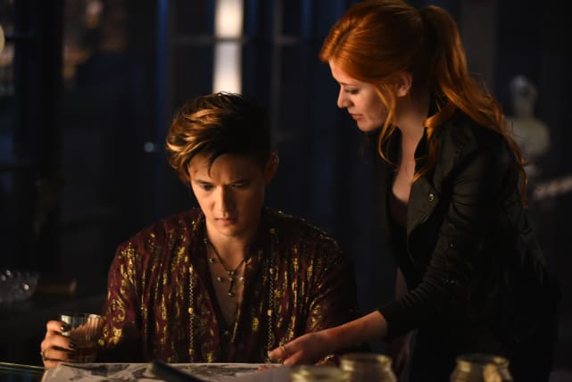 The answer is here - Shadowhunters Season 1 Episode 6
