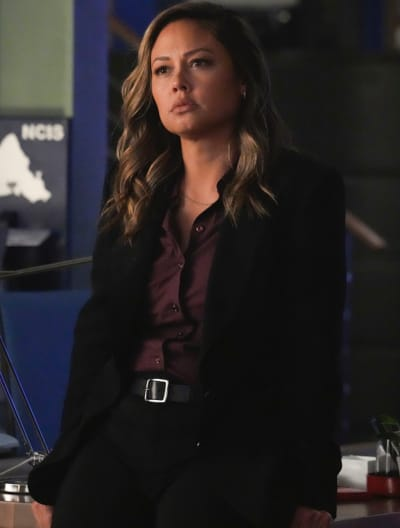 Jane Leads - NCIS: Hawai'i Season 1 Episode 2