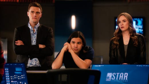 Team Flash Reels From Shocking News - The Flash Season 5 Episode 18