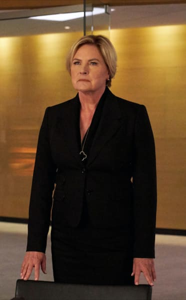 Faye Makes a Plan - Suits Season 9 Episode 5