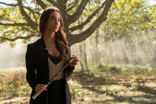 Julia and the wand - The Magicians Season 2 Episode 8