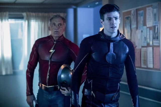 Missing emblem - The Flash Season 3 Episode 16