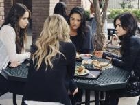 Pretty Little Liars Season 2 Episode 11