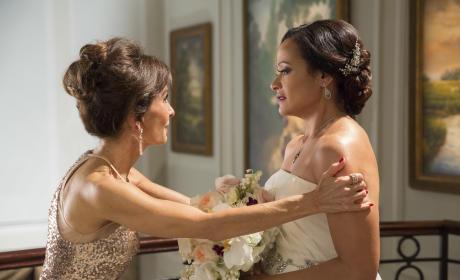 Zoila Gets Advice - Devious Maids