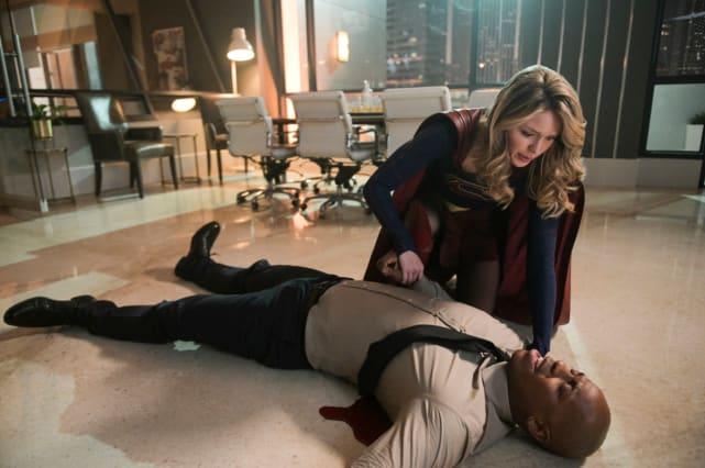 Supergirl to the Rescue Season 4 Episode 15