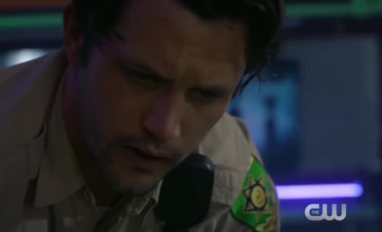 Roswell, New Mexico Sneak Peek: Max Tries to Save Liz!