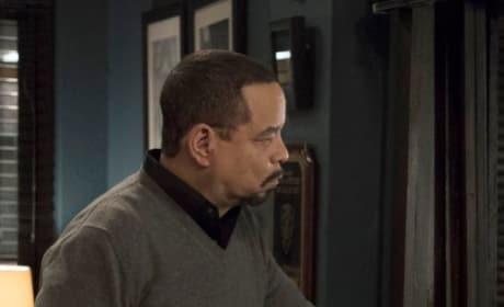 Fin Watches - Law & Order: SVU Season 20 Episode 13