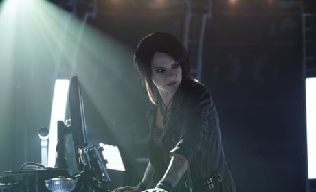 Carleen Monitors Dutch - Killjoys Season 1 Episode 9