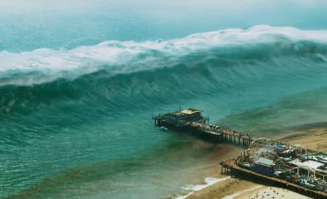 9-1-1 Brings a Tsunami to Santa Monica - Watch Season 3 Trailer!