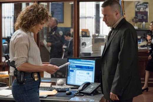 Harlee Gets an Anonymous Note - Shades of Blue Season 3 Episode 6