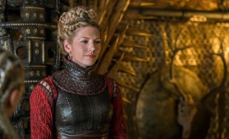 Lagertha in Red - Vikings Season 4 Episode 17