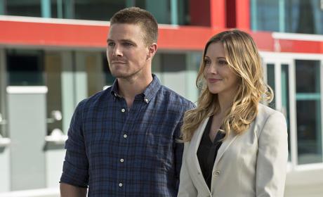 Friends at Last - Arrow Season 3 Episode 1