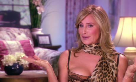 Sonja Gets a Roommate - The Real Housewives of New York City
