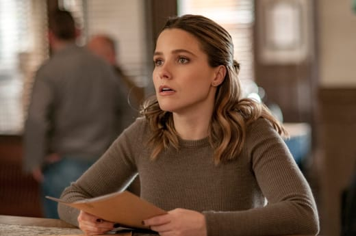Lindsay Waits For Information - Chicago PD Season 4 Episode 13