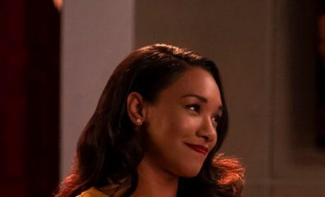 Iris Flashy In Yellow - The Flash Season 5 Episode 8