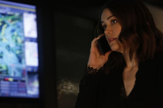 Liz makes a phone call - The Blacklist Season 4 Episode 20