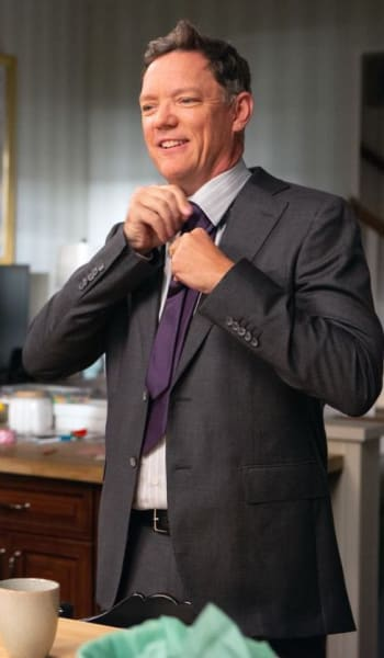 Fixing His Tie - Good Girls Season 2 Episode 4