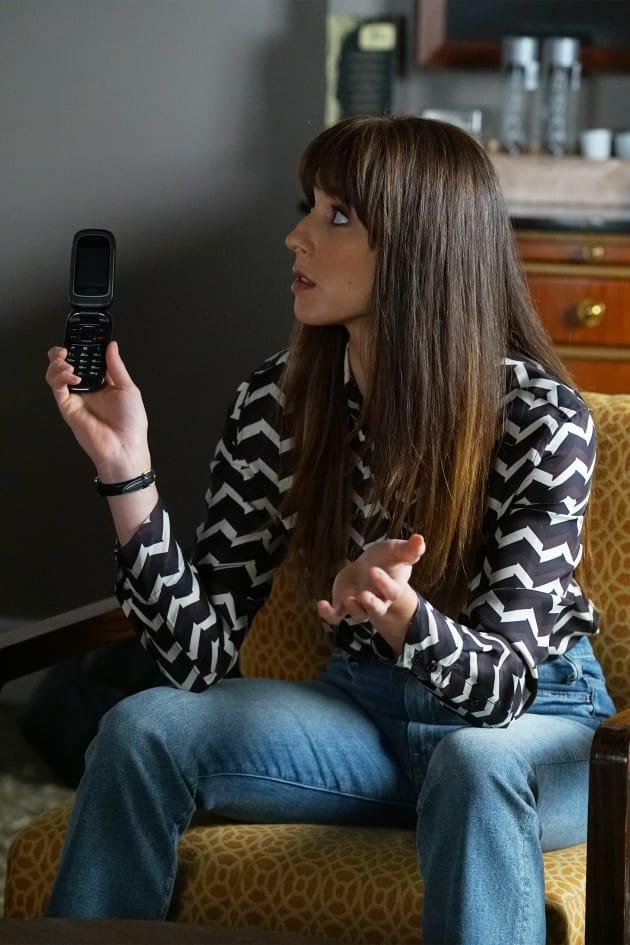 Anyone want a Flip Phone? - Pretty Little Liars Season 7 Episode 18
