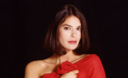 How Will Teri Hatcher Show Up on Smallville?