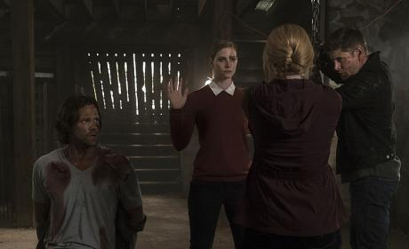 Mary Winchester gets the upper hand - Supernatural Season 12 Episode 2
