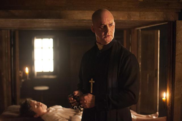 A Sick Child - Outlander Season 1 Episode 3