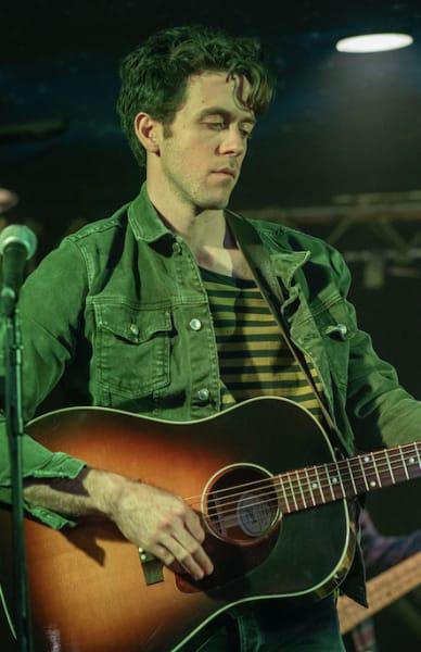 Matt guitar - A Teacher Season 1 Episode 5