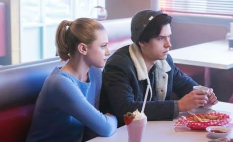 Undivided Attention - Riverdale Season 1 Episode 8
