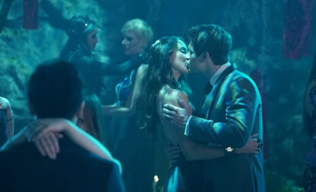 It's Kissing Time - Pretty Little Liars Season 6 Episode 9