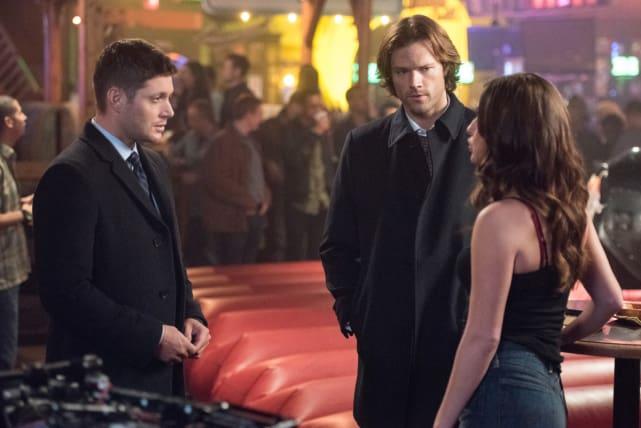 Chatting up the bartender - Supernatural Season 12 Episode 11