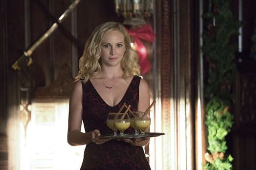 Hostess Caroline - The Vampire Diaries Season 8 Episode 7
