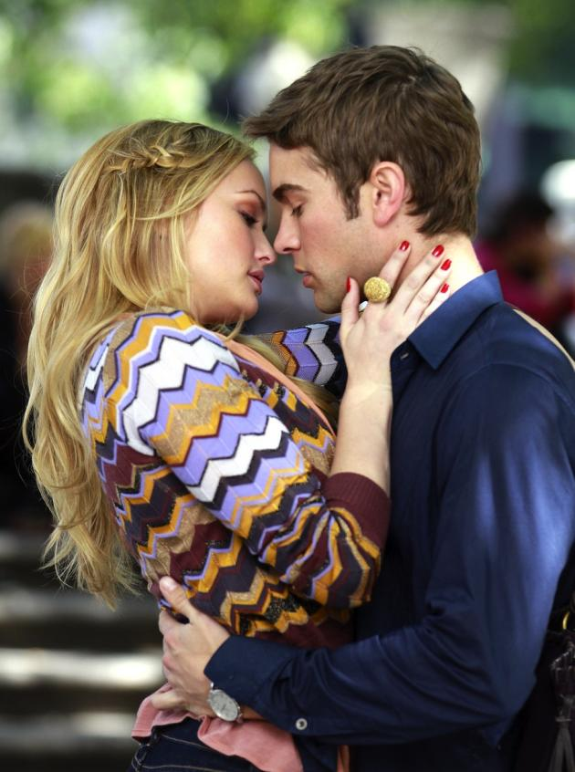 Gossip Girl Set Photos Nate And Charlie Kissing Tv Fanatic