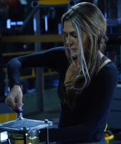 Abby Focuses on Kane  - The 100 Season 6 Episode 8