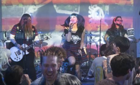 Rock On! - The Fosters Season 5 Episode 5