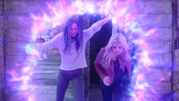 Blink and Lauren Saving Mutants - The Gifted Season 2 Episode 1